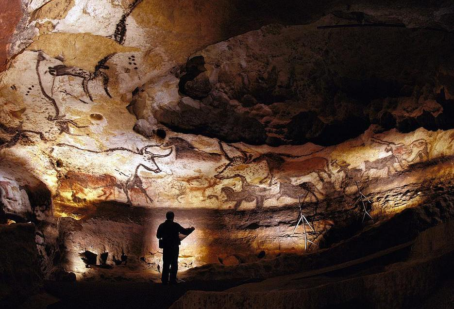 The pigmentation used in the cave paintings at Lascaux was derived from iron oxide.
