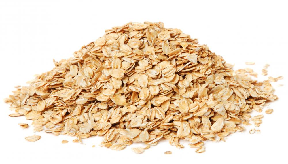 Hulled oats can be used to treat parakeet diarrhea.